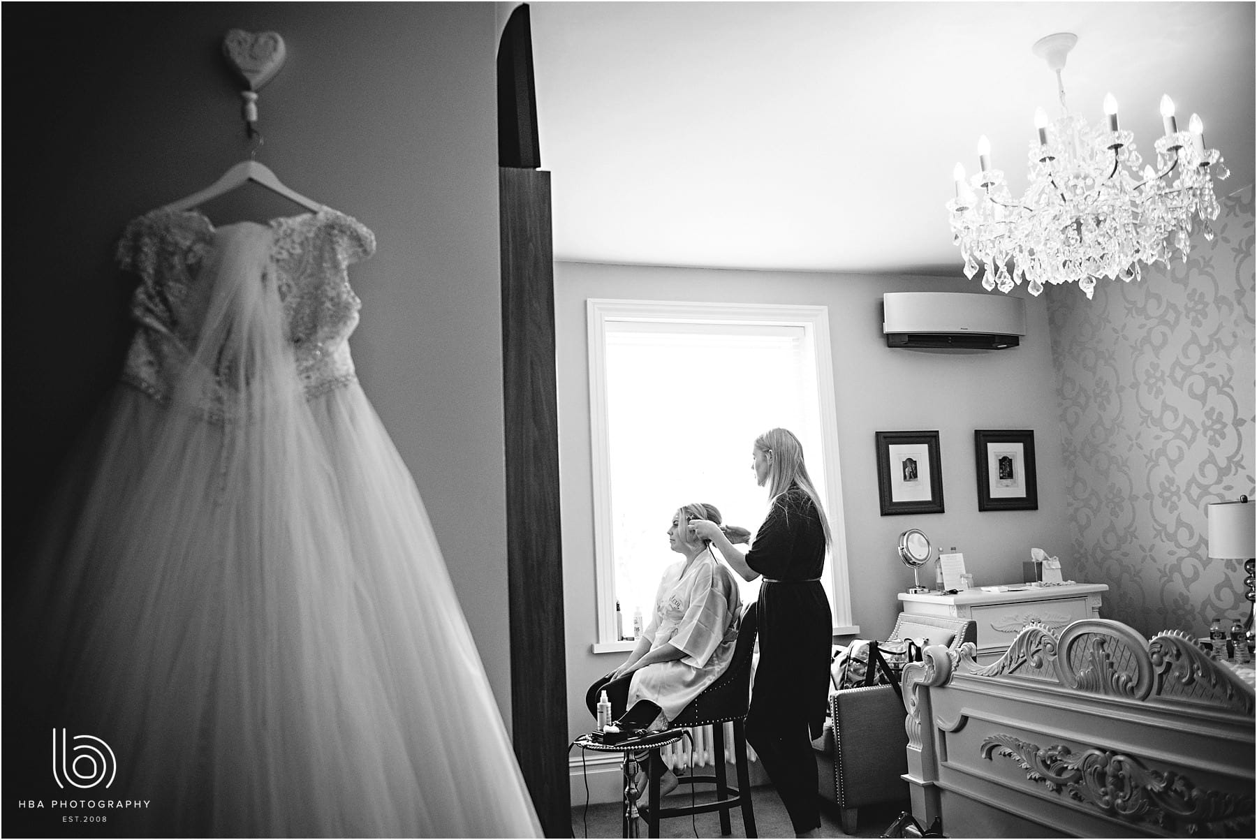 the bride having her gair done