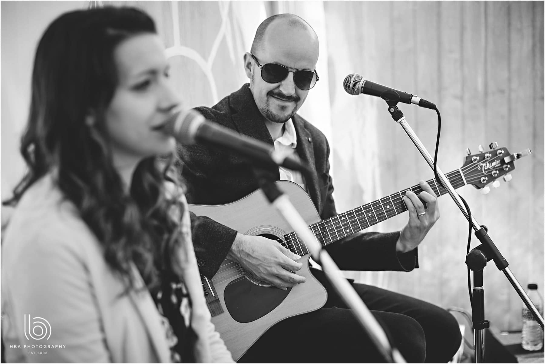 Mango Acoustic Duo singing