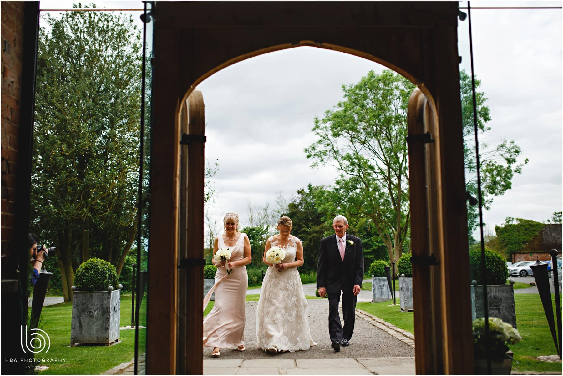 the bride and her dad arriving at shustoke
