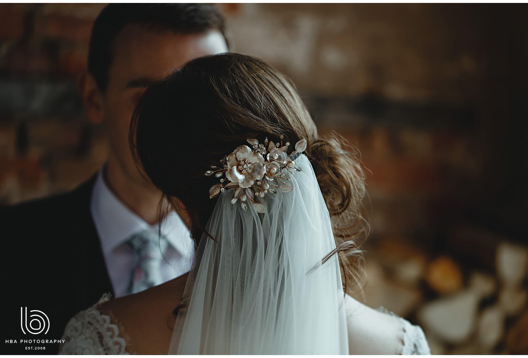 the bride's hair accessory