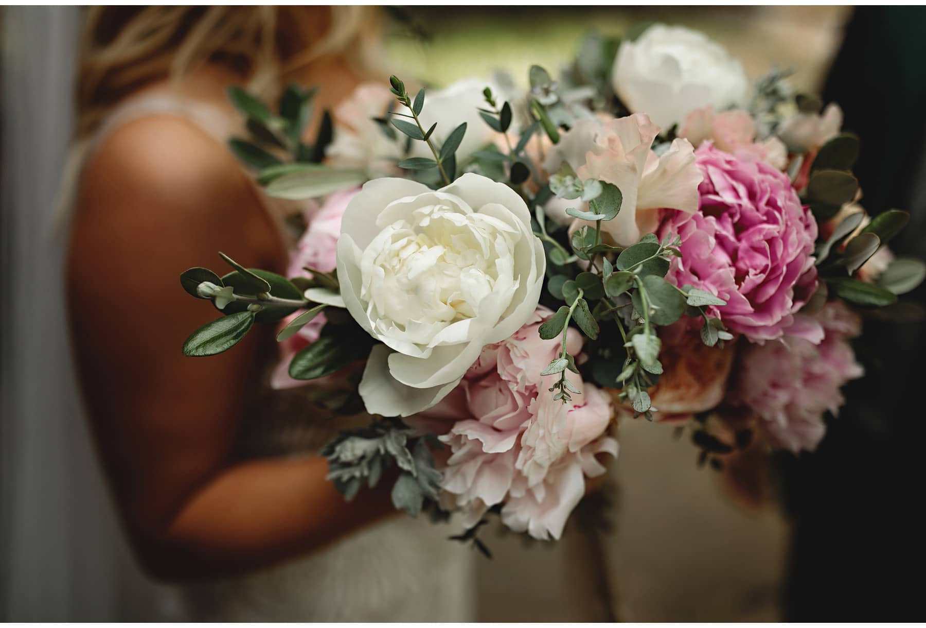 the bride's flower bouquet
